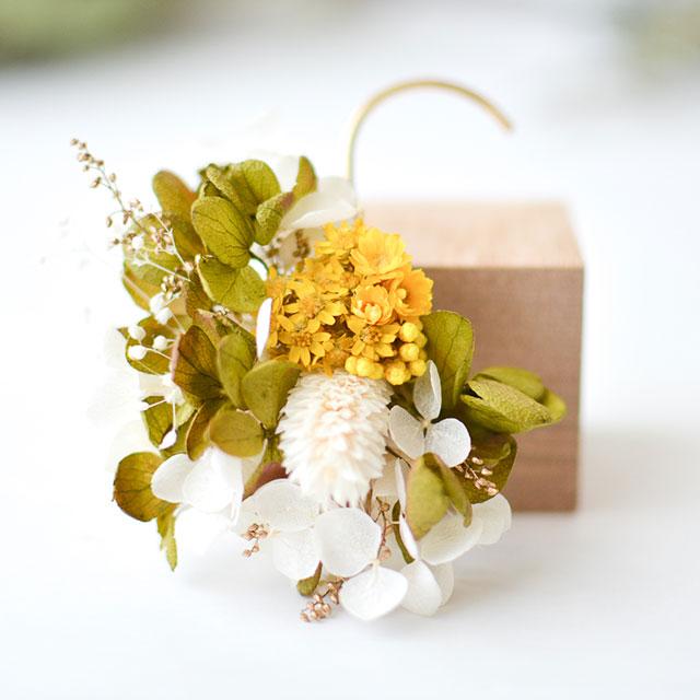 黄花のイヤーカフ