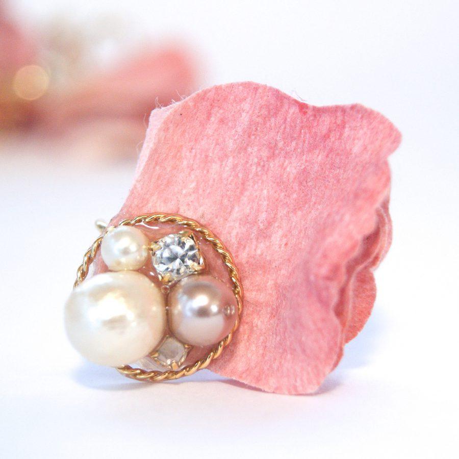 布花の花びらピアスイヤリング (ピンク)