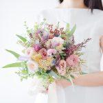 ローズとドライフラワーのカラフルブーケ (造花/ドライフラワー)