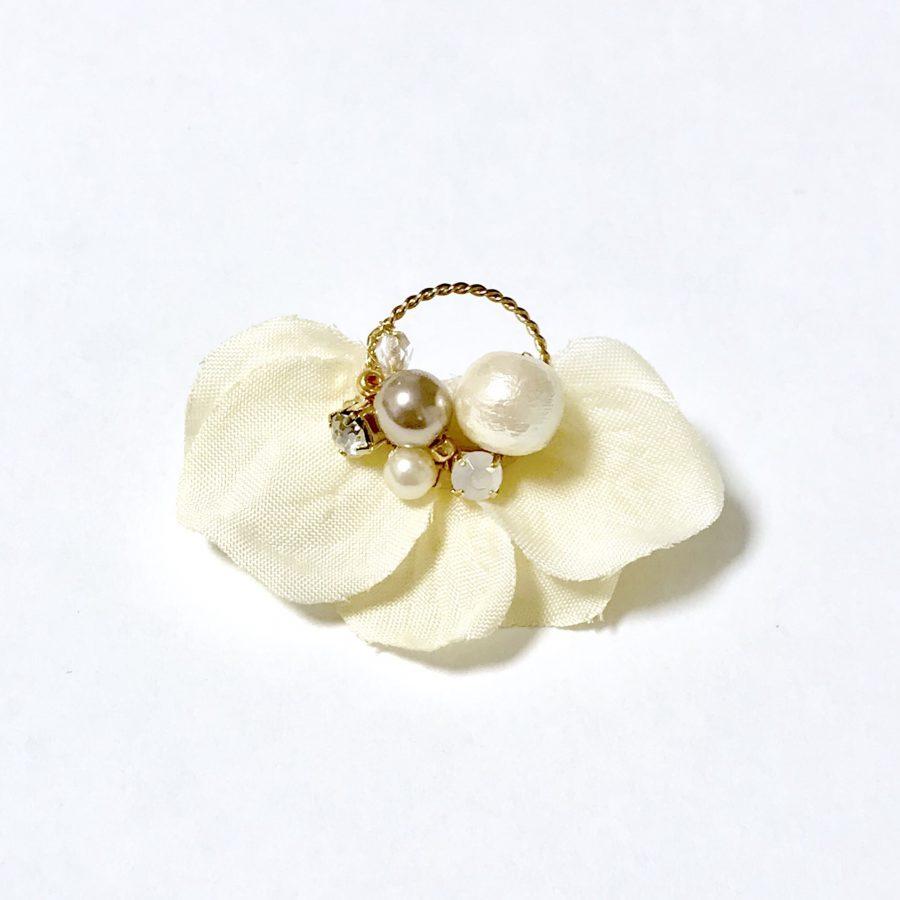 花ミニフープピアス・イヤリング ホワイト