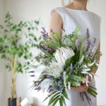 プロテアとラベンダーのスタイリッシュブーケ (造花)
